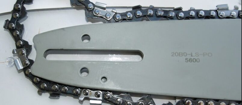 How to replace a chainsaw chain